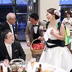 THE GRAN SUITE(ザ・グランスイート):ウォーターガーデンを囲む貸切邸宅でゲストと交流。涼しい顔でビールサーバーをかつぐ新婦に称賛の声!