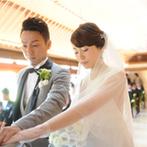 三瀧荘:純白のドレス姿を日本庭園の鮮やかな緑が引き立ててくれるチャペル。挙式後は庭園でゲストとの楽しい時間も