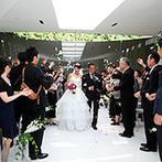 HIROSHIMA MONOLITH(広島モノリス):水に浮かぶチャペルで叶えた教会式。ゲストや美しいハーモニー、そして自然もふたりの誓いを祝福した
