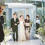 HIROSHIMA MONOLITH(広島モノリス):自然光が降り注ぐチャペルが幸せなふたりの姿を引き立てた。ゲストと完成させる結婚証明書も宝物に