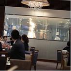 姫路モノリス 旧逓信省姫路別館(HIMEJI MONOLITH):オープンキッチンから振舞われた美食がゲストに好評!受付から挙式、披露宴まで楽器の生演奏が上品さを演出