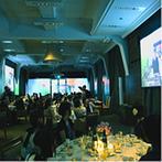 姫路モノリス 旧逓信省姫路別館(HIMEJI MONOLITH):大迫力のスクリーンで上映された映像に、ゲストの視線が集中!ダイナミックなフィナーレで会場は大盛況に