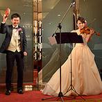 姫路モノリス 旧逓信省姫路別館(HIMEJI MONOLITH):新婦の奏でるヴァイオリンの調べに新郎のタンバリンが可愛くセッション。演奏会さながらの和やかな演出