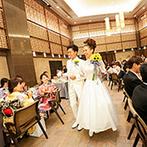 アルカンシエル luxe mariage 名古屋:リゾート感漂うパーティ空間を夏っぽく南国テイストで飾り付け。ケーキカット&ファーストバイトも大盛況!