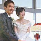 マリンタワーウェディング&スカイセレモニー●横浜マリンタワー:落ち着いた雰囲気のバンケットで、洗練されたフレンチやデザートビュッフェでゲストへおもてなしを伝えた
