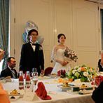 THE SAIHOKUKAN HOTEL(長野ホテル 犀北館):レイアウトを変更できるバンケットで、ふたりもゲストと一緒のテーブルに。料理長お任せの和会席に舌鼓