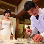 京都洛東迎賓館(国登録有形文化財):庭園の緑を望む和の空間が舞台。「鱧おとし」実演や食べやすい料理と、和食に携わるふたりらしいおもてなし