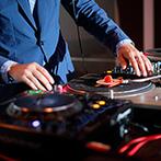ノートルダム盛岡 Notre Dame MORIOKA:DJタイムなどまるでライブハウスのよう!音楽を愛するふたりが贈る、カジュアルで楽しいパーティが実現した
