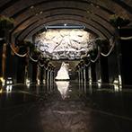 Belle fuga(ベルフーガ):岩壁に自然光が降り注ぐ、幻想的な教会に感激!白基調の会場に繰り広げられた迫力の映像演出も決め手