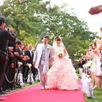 五十嵐邸ガーデン(THE GARDEN HOUSE IKARASHI):緑溢れる日本庭園で、ゲストに結婚を承認してもらう人前式。リングリレーや集合写真など思い出作りもできた