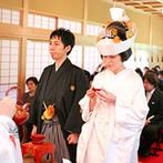 五十嵐邸ガーデン(THE GARDEN HOUSE IKARASHI):憧れていた和装をまとっての神前式。親族だけでなくゲスト全員に見守られながら、契りをかわすことができた
