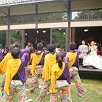 五十嵐邸ガーデン(THE GARDEN HOUSE IKARASHI):ふたりが活動する総踊りを仲間達がガーデンで披露。開放的な雰囲気の中、ゲストの拍手が鳴り止まなかった