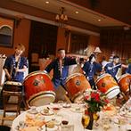 ブライダルタウン コリーナ:和太鼓の迫力の演奏にゲストも圧倒!ケーキセレモニーでは、大切な家族にも参加してもらって絆を深めた