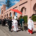 ヴィラ・グランディス ウエディングリゾート FUKUI:日本の自然美を感じる神殿が舞台。花嫁行列や母の手作りアイテムでの祝福のシャワーなど思い入れ深い挙式に