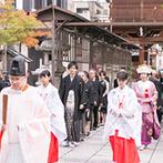 ザ フナツヤ:会場から徒歩5分の春日神社で叶える神前式。揖斐川と長良川を望むリバービューのパーティ空間に一目惚れ