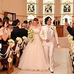 ミ・ピアーチェ:白亜のチャペルで叶えた、親子三人の和やかな教会式。絵になるガーデンでゲストとアフターセレモニーを満喫