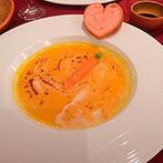 アルモニーサンク ウエディングホテル(HARMONIE CINQ WEDDING HOTEL):アレンジを加えるなど、ふたりが注力したコース料理に舌鼓。種類豊富なデザートビュッフェでみんなを笑顔に