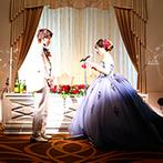 「最高の一日」~Wonderful Wedding~:受付からバンケットまで、新婦の好きな赤いバラで装飾。好みに対応した美食メニューに、幅広いゲストが舌鼓