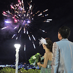 フルーツパーク富士屋ホテル:司会者のマジックや家族への感謝のシーンなど、楽しく温かな披露宴に。ラストはダイナミックな打上げ花火も