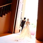 甲府富士屋ホテル:壮大なスケールの独立型チャペルでの挙式は、響き渡るパイプオルガンの音色が心に刻まれ思い出深いものに