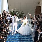 アリラガーデンリゾート:がらりと表情を変えるチャペルでのセレモニー。晴天を願い夏の結婚式を選んだ、花嫁の思いも天に届いた