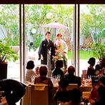 Mandarin Port(マンダリンポルト):サプライズ登場で、お気に入りの和装をより華やかに披露!ゲストの余興で、会場には一体感が生まれた