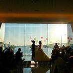 Mandarin Port(マンダリンポルト):サンセットが彩るロマンチックな誓い。海をバックにしたキスバルーンは、とびきりフォトジェニック!