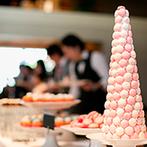 NIIGATA MONOLITH(新潟モノリス):白とゴールドの輝きに、甘すぎない大人のピンク。テーマカラーを生かしたケーキやデザートビュッフェも好評