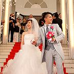 ベルヴィ ヒルズマーキュリー:美しい映像に彩られた純白のチャペルで誓った永遠の愛…。大階段でのフラワーシャワーでさらに幸せを実感