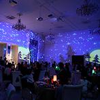 ベルヴィ ヒルズマーキュリー:クリスマス仕様のコーディネートが映える純白の空間。プロジェクションマッピングやサンタの演出も大好評