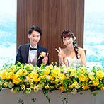 ウェスティンホテル仙台:上質なホテルの美食と絶景でもてなす正統派ウエディング。陽光に照らされて輝くイエローの花々で彩った