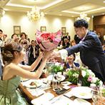 ロイヤルガーデン 大阪梅田:フラッシュモブ&プロポーズのサプライズで新婦は感激!大好きな人たちからの祝福に幸せをかみしめた