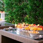 ロイヤルガーデン 大阪梅田:ガーデンに並ぶデザートビュッフェも大好評。温かい料理や冷たいメニューも一番美味しく味わえるよう配慮