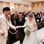 迎賓館ヴィクトリア福井/プライムワン&別邸プティアン:大切な父母のもとからパートナーへ託される、神聖な瞬間。温かな家族愛も、大勢の祝福にも包まれた挙式に