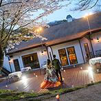 森の邸宅 彩音:満開の桜が非日常感を漂わせるガーデンから再入場。うっとりするほどの美しい光景がゲストの心に刻まれた