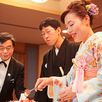 金沢ニューグランドホテル:伝統の「花嫁のれん」をくぐる入場演出に新婦の感動もひとしお。ケーキにゲストの祝福の気持ちものせて