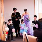 AMANDAN SKY(アマンダンスカイ):新郎新婦と子ども達の再入場であたたかなムードに。ゲストへのサプライズや歓談でしっかり感謝を伝えた