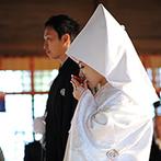 アルモニー ビアン (国登録有形文化財):石畳が敷かれた古風な町並みを抜けて、地元で愛されている神社へ。縁結びの神様が両家を固く結んでくれた
