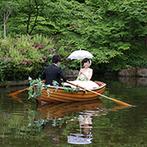 鶴見ノ森 迎賓館:窓の外の池では、オールを漕ぐ新郎&日傘をさした新婦が仲良くボートに!入場シーンでも沸かせた披露宴