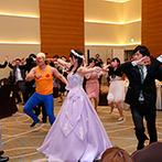 シェラトングランドホテル広島:新婦から新郎へのサプライズで会場は大盛り上がり。130名収容の空間を活かしたフラッシュモブは迫力満点!