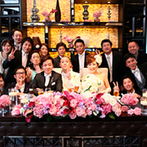 ザ マグナス TOKYO:ピンク×ブラックで大人かわいい雰囲気に。こだわりの料理もオーダーケーキも、ゲストの評価が高く大満足!