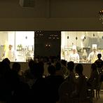 Flairge Sweet(フレアージュ スウィート):瑞々しいグリーンの装花で大人ナチュラルな空間にアレンジ。料理への期待が高まるオープンキッチン演出も!