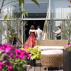 ホテル日航新潟:貸切の空間を、よりリラックスできるナチュラルなコーディネートに。絶品料理の数々に、ゲストも思わず笑顔