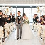 THE LANDMARK SQUARE TOKYO(ザ ランドマークスクエア トーキョー):ウィンター限定の会場装飾は、ホワイト×ゴールドの洗練された雰囲気。祭壇奥の景色とあいまって美しかった