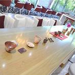 Mille Anges(ミル・アンジュ):ラウンジをギャラリー風に飾り付け、貸切空間をよりふたりらしく。絶品料理にゲスト同士の会話が弾んだ!
