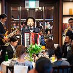 フォーチュン ガーデン 京都(FORTUNE GARDEN KYOTO):音楽会さながらの優雅な結婚式も、平日ならでは。心地よい調べと上質の料理、サプライズも晴れの日を彩った