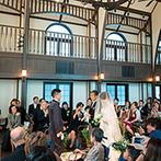フォーチュン ガーデン 京都(FORTUNE GARDEN KYOTO):美しいハーモニーが胸に響き、挙式の感動もひとしお。ブーケセレモニーで、ゲストに感謝を伝えた