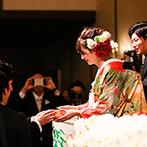 HOTEL BUENA VISTA(ホテル ブエナビスタ):和装も洋装もマッチする豪華な披露宴会場で美しい大人の花嫁に。鏡開きでゲストとの触れあいも楽しんだ