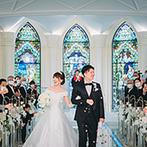 セント・ラファエロチャペル東京銀座:次々にステンドグラスが照らされていく入場シーンがロマンチック。思わず涙がこみ上げる感動のセレモニー