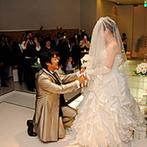 湯沢グランドホテル:霧と水がつくりだすロマンチックな空間で永遠の愛を誓った。ゲスト参加型のブーケセレモニーの演出も